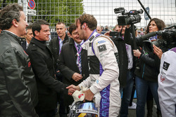 Jean-Eric Vergne, DS Virgin Racing with Manuel Valls, Prime Minister of France, Alejandro Agag, Formula E CEO and Patrick Kanner, Sports Minister of France