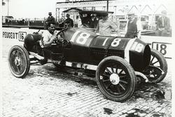 Yarış galibi Jules Goux