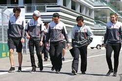 Esteban Gutiérrez, Haas F1 Team anda el circuito con el equipo