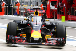 Daniel Ricciardo, Red Bull Racing RB12 with the Aero Screen