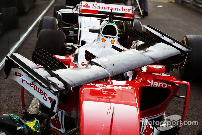 A danificada SF16-H de Sebastian Vettel após a batida no muro