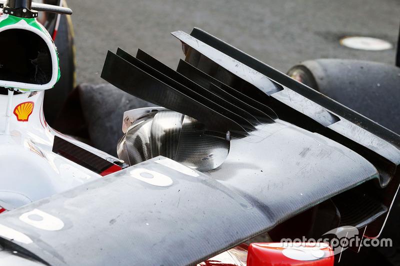 Der beschädigte Ferrari von Sebastian Vettel