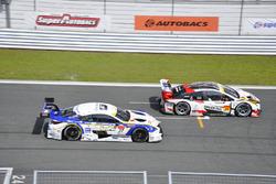 #31 Toyota Prius apr GT: Koki Saga, Yuichi Nakayamaand #37 Team Tom's Lexus RC F: James Rossiter, Ryo Hirakawa