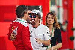 Fernando Alonso, McLaren, con Luca Baldisserri, Director de la Ferrari Driver Academy