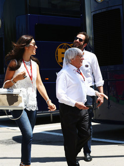 Bernie Ecclestone with his wife Fabiana Flosi, passing Matteo Bonciani, FIA Media Delegate