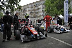 Joel Eriksson, Motopark Dallara F312 ツ�Volkswagen; Arjun Maini, ThreeBond bersama T-Sport Dallara F312 ツ�ThreeBond