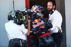 Il vincitore Max Verstappen, Red Bull Racing festeggia nel parco chiuso con il compagno di squadra Daniel Ricciardo
