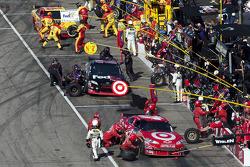 Pit stop for Juan Pablo Montoya, Earnhardt Ganassi Racing Chevrolet and Denny Hamlin, Joe Gibbs Racing Toyota