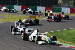 Jenson Button, BrawnGP leads Robert Kubica, BMW Sauber F1 Team