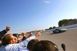 #8 Sangari Team Brazil Corvette Z06: Enrique Bernoldi, Roberto Streit takes the checkered flag