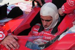 Dario Franchitti gets ready