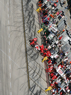 Pit stop for Ryan Briscoe, Team Penske