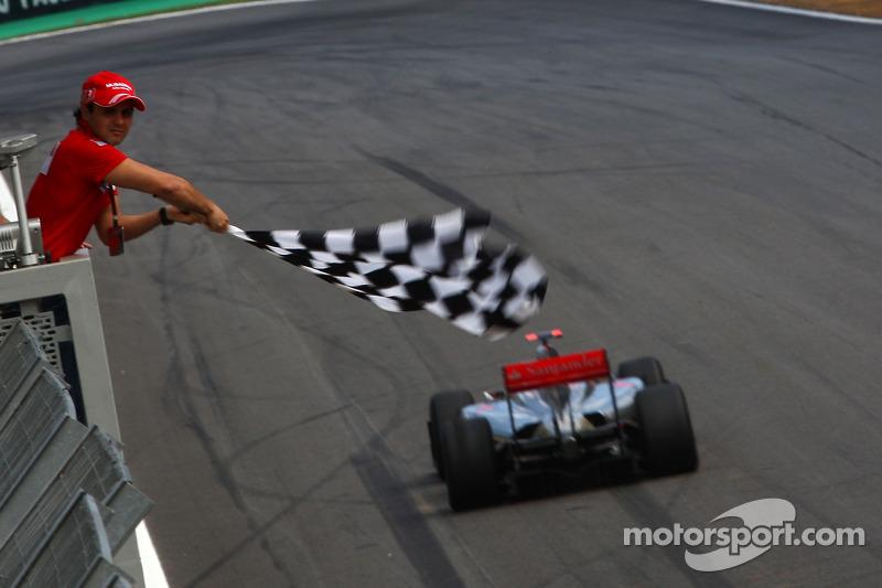 Felipe Massa, Scuderia Ferrari flags Lewis Hamilton, McLaren Mercedes