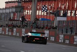 #33 Vitaphone Racing Team DHL Maserati MC 12: Alessandro Pier Guidi, Matteo Bobbi takes the checkered flag