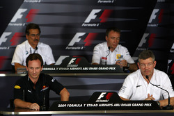Christian Horner, Red Bull Racing, Sporting Director, Dr. Mario Theissen, BMW Sauber F1 Team, BMW Motorsport Director, Bob Bell, Renault F1 Team, director general del equipo, director del equipo Ross Brawn, el Brawn GP