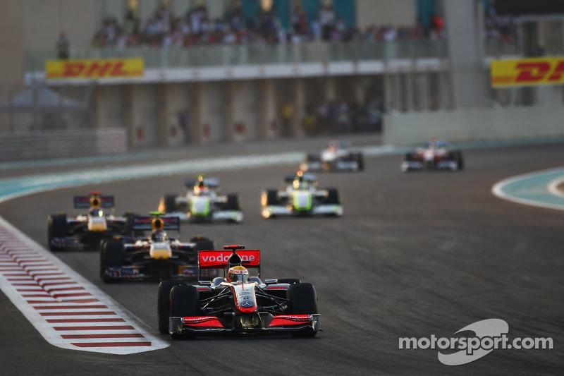 Lewis Hamilton, McLaren Mercedes lidera el comienzo de la carrera