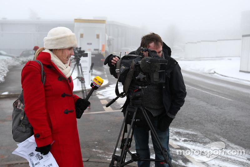 Media await news of Michael Schumacher signing