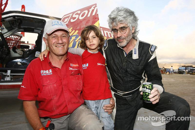 Jean-Pierre Strugo avec son petit-fils Jordan et le chef d'équipe etré Dessoude