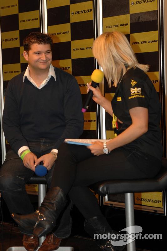 Mat Jackson sur le stand Dunlop