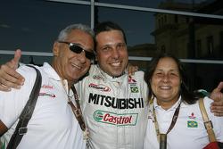 Guilherme Spinelli avec ses parents