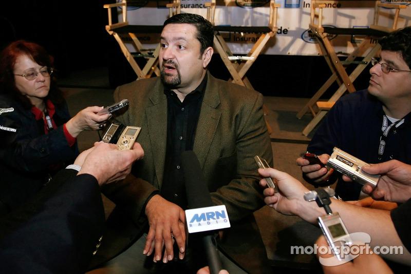 Joe Balash, président du NASCAR Nationwide Series, répond aux questions lors du show de présentation