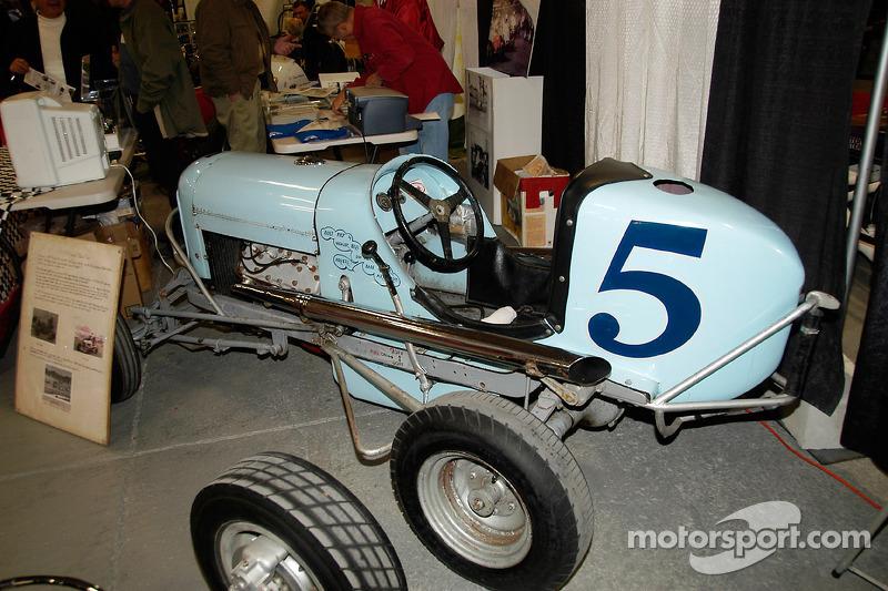 Lou Volk, Babe Bower et Art Cross ont piloté cette Midget construite par les frères Weaver en 1937