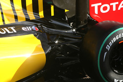 The new Renault R30, engin cover detail