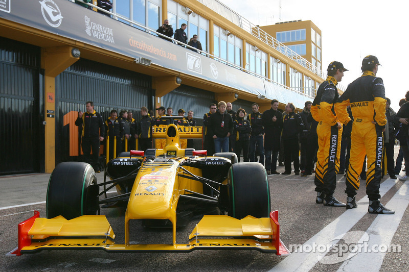 Vitaly Petrov, Renault F1 Team and Robert Kubica, Renault F1 Team