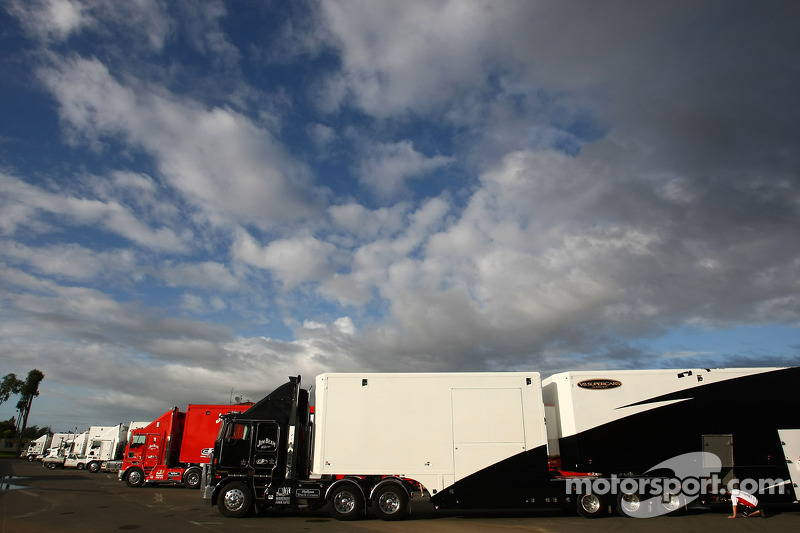 Transporters in de paddock