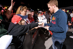 Brian Vickers, Red Bull Racing Team Toyota signs autographs