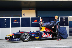Mark Webber, Red Bull Racing en Sebastian Vettel, Red Bull Racing, onthullen de nieuwe Red Bull RB6