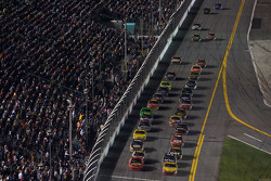 Kevin Harvick, Richard Childress Racing Chevrolet and Jamie McMurray, Earnhardt Ganassi Racing Chevrolet battle for the lead