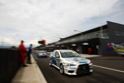 #35 Pro-Duct, Mitsubishi Evo X RS: Glenn Seton, Neil Crompton, Mark King