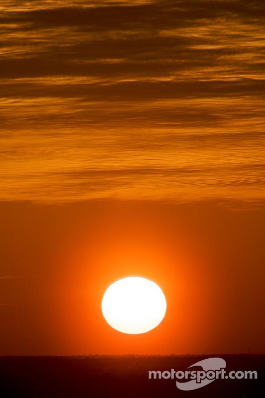 Zonsondergang, rode vlag Daytona