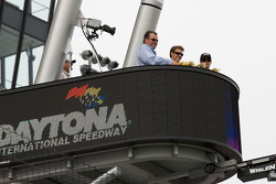 Christening of the new starter stand with DIS president Robin Braig, Alex Gurney and Jimmie Johnson