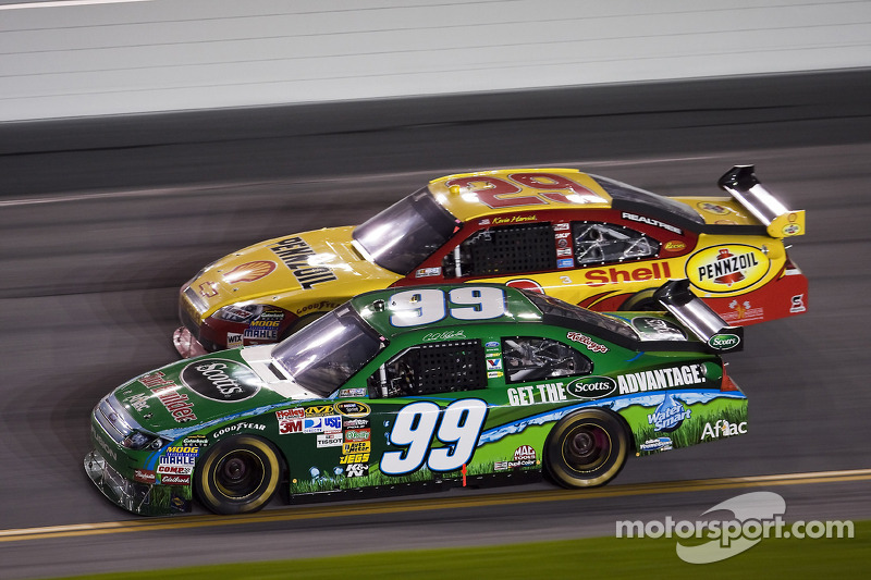 Carl Edwards, Roush Fenway Racing Ford en Kevin Harvick, Richard Childress Racing Chevrolet