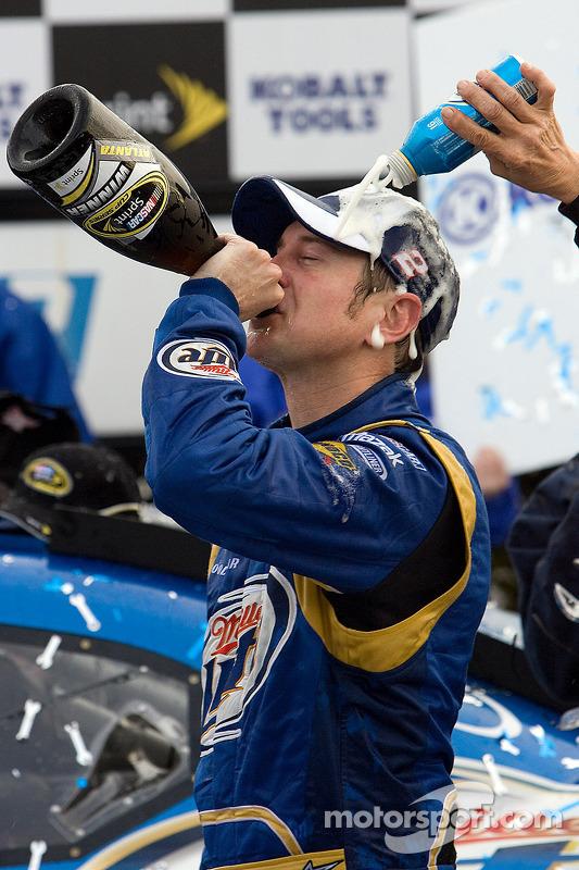 Le vainqueur Kurt Busch, Penske Racing Dodge