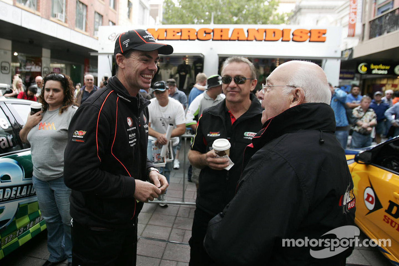 Craig Lowndes praat met Murray Walker