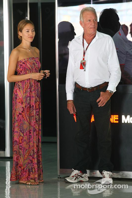 Гран При Бахрейна 2010 г., с Джоном Баттоном