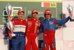 Luca Filippi fête sa victoire sur le podium avec Davide Valsecchi et Charles Pic