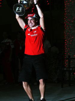 Fernando Alonso, Scuderia Ferrari, viert zijn overwinning