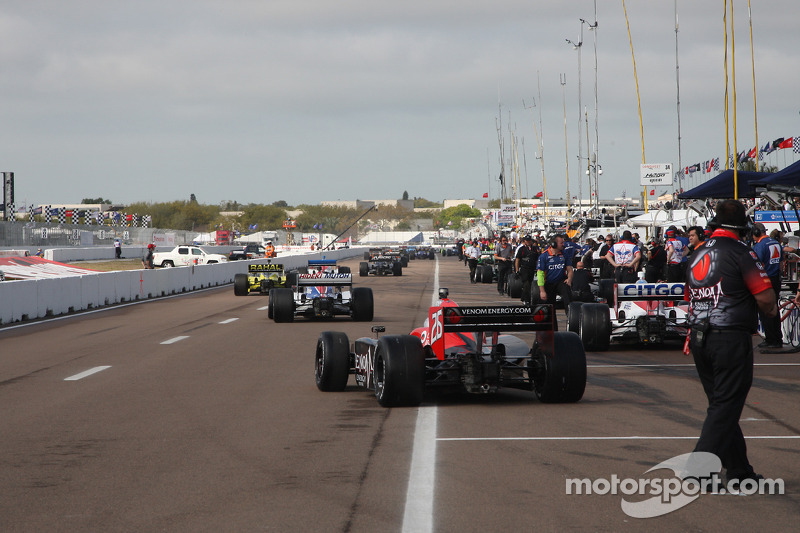 Auto's naar het circuit