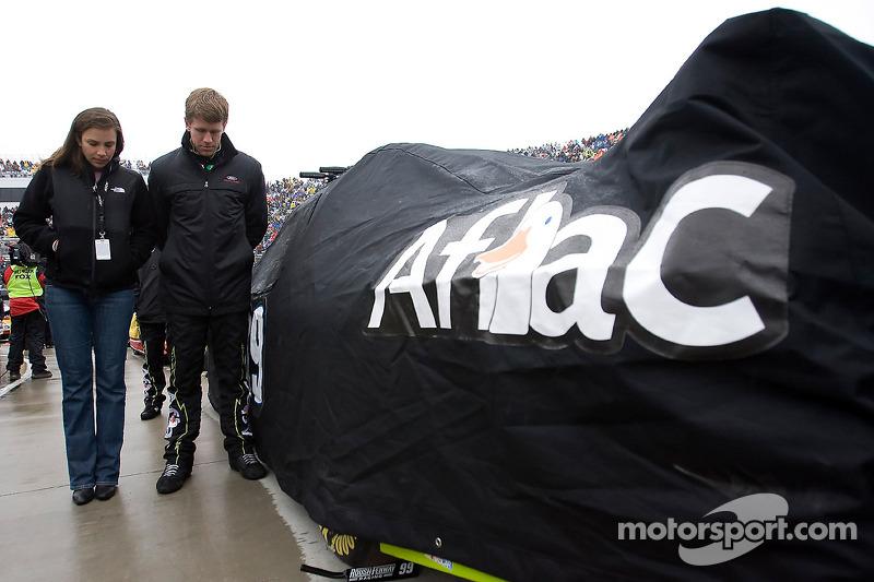 Carl Edwards, Roush Fenway Racing Ford en zijn vrouw Kate tijdens het volkslied