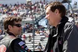 Jeff Gordon, Hendrick Motorsports Chevrolet talks with crew chief Steve Letarte