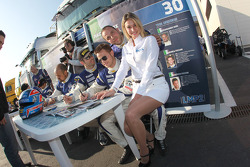 Autograph session: a lovely Racing Box girl with Ferdinando Geri, Andrea Piccini and Giacomo Piccini