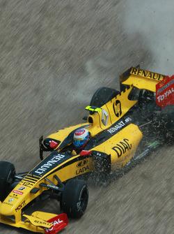 Vitaly Petrov, Renault F1 Team crashed