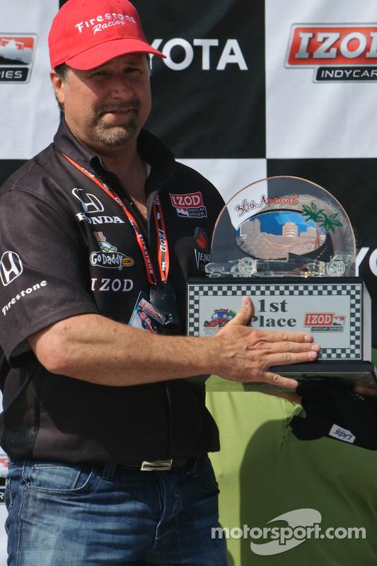 Michael Andretti krijgt trofee voor teams