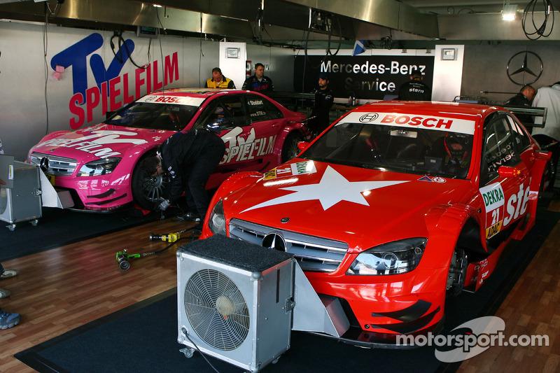 Auto's van Congfu Cheng, Persson Motorsport, AMG Mercedes C-Klasse en Susie Stoddart, Persson Motorsport, AMG Mercedes C-Klasse