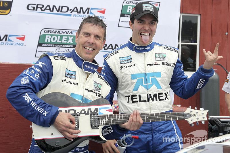 DP podium: klasse en winnaars Scott Pruett en Memo Rojas met hun gitaar