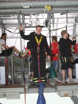 Miikka Anttila bungee jumps from Auckland Bridge